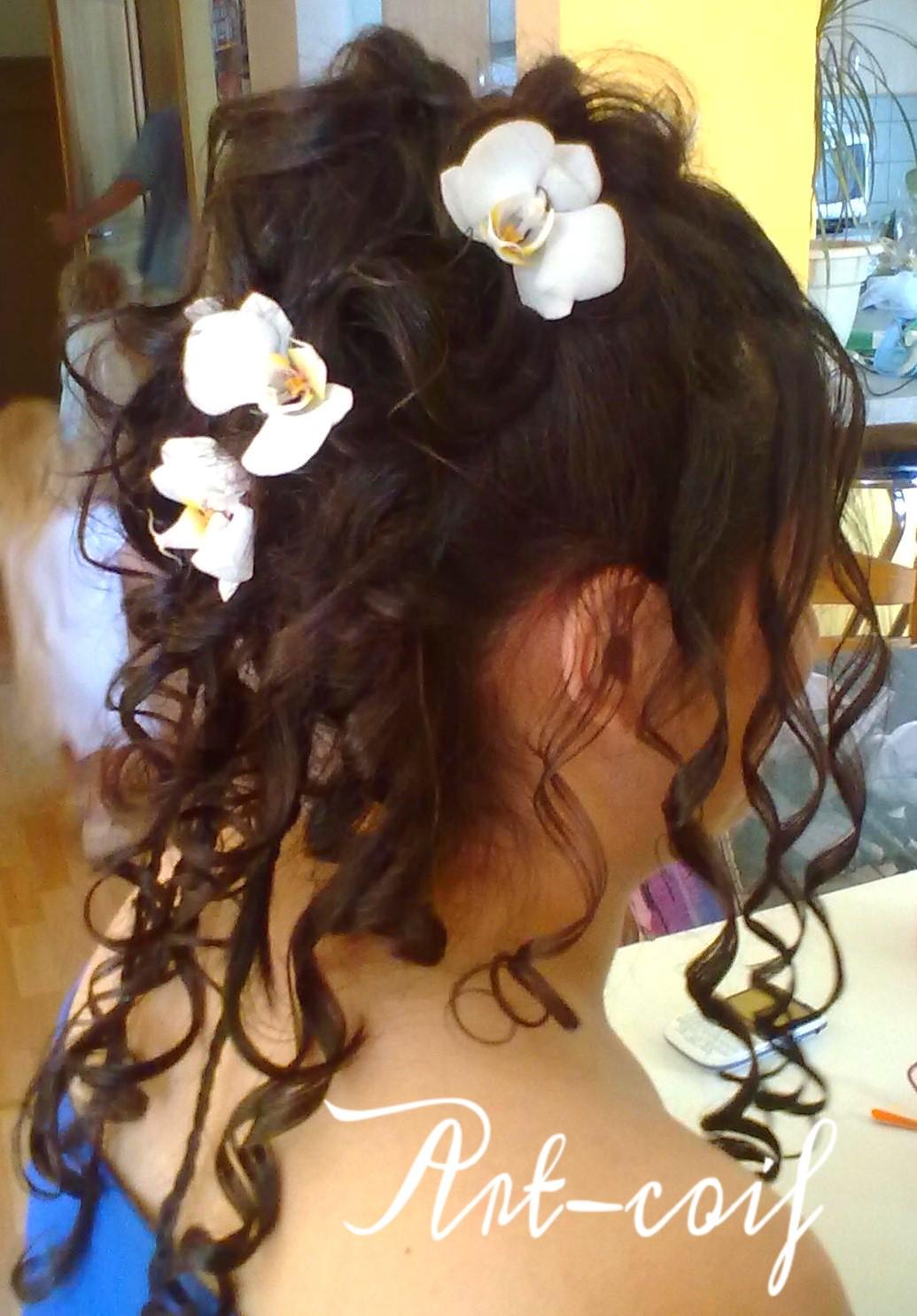 Chignon fleurs orchidées